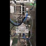 Les substituts du sucre sont emballés dans une machine à emballer en forme de remplissage vertical